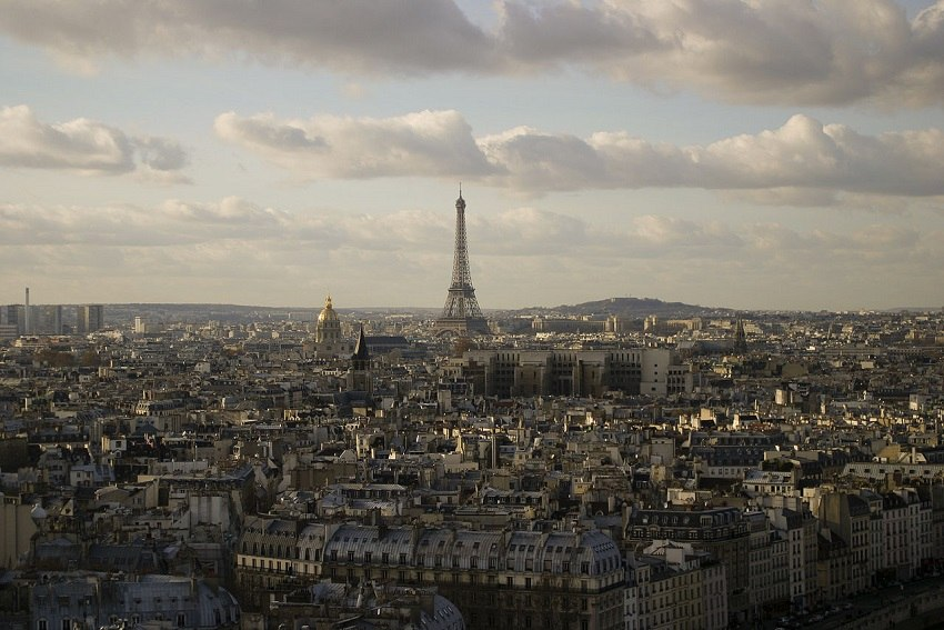 Eiffel_tower_from_Notre-Dame