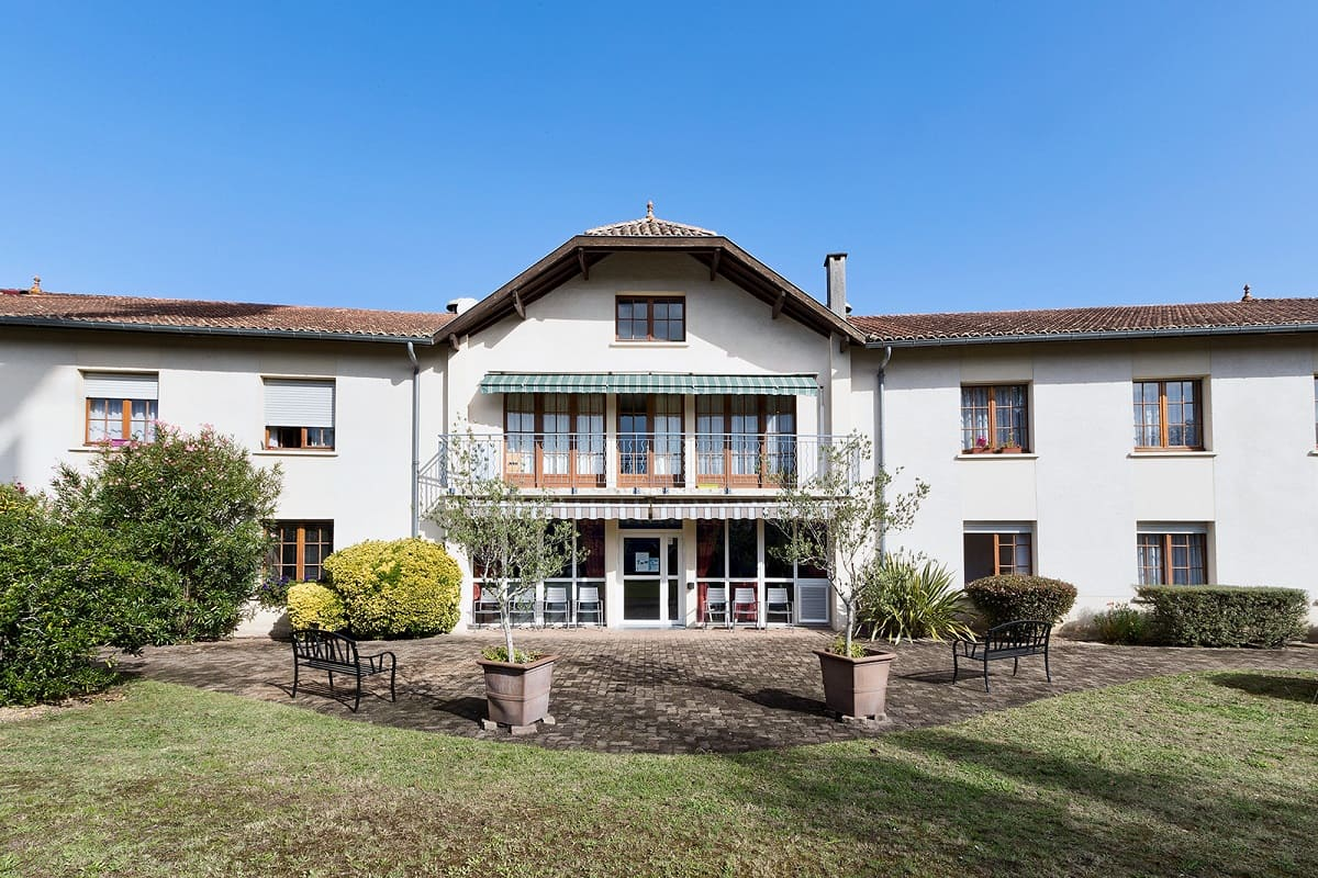 facade-residence-senior-colisee-saint-aubin-de-medoc