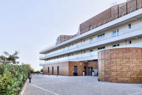 facade-residence-senior-colisee-sausset-les-pins