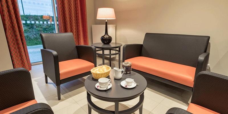residence-senior-les-jardins-dariane-coin-cafe