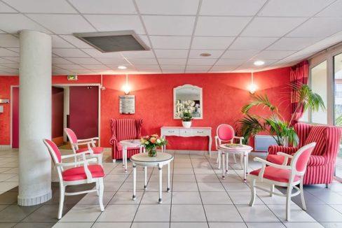 salon-commun-residence-senior-colisee-saint-aubin-de-medoc