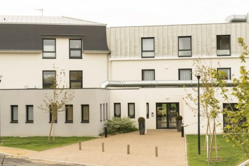 faceade-residence-senior-colisee-arbonne