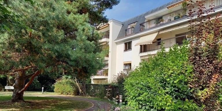 facade-4-résidence-senior-carnot-domitys-bourge-la-reine