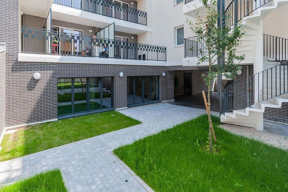 exterieur-espace-commun-residence-senior-poissy-ovelia