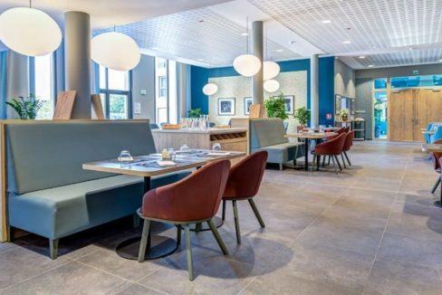 salle-restaurant-residence-senior-niort-girandieres