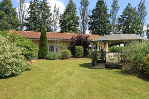 jardin-residence-senior-le-clos-de-largentiere